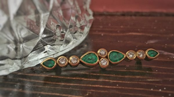 Estate Vintage 18kt Yellow Gold Emerald and Diamond Bar Pin
