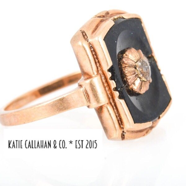 Onyx and 10kt Yellow Gold Flower Signet Ring (Vintage)