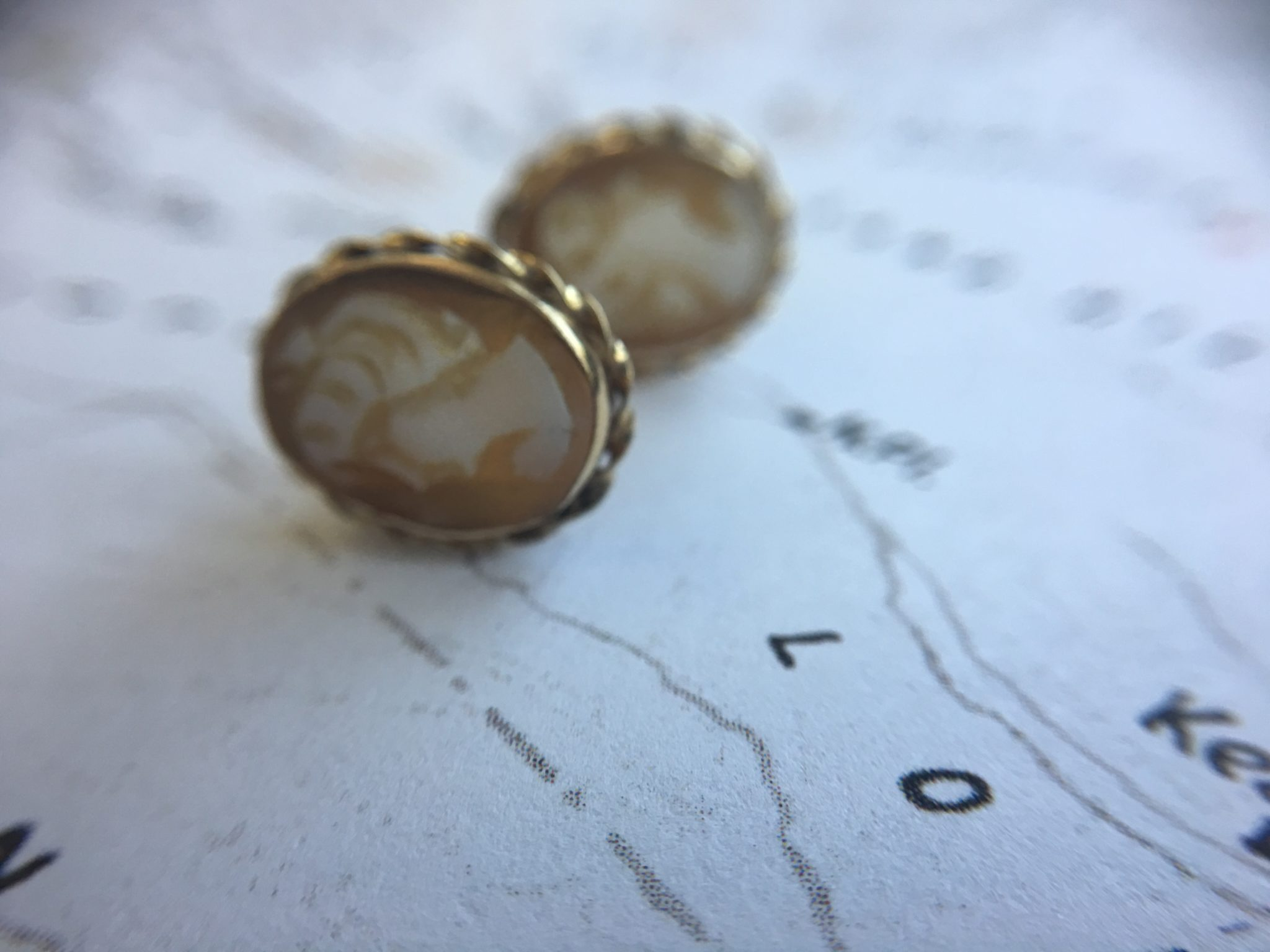 Retro 14kt Yellow Gold Shell Cameo Earrings (Vintage)