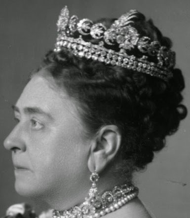 Royal British Tiaras: The Teck Crescent Tiara